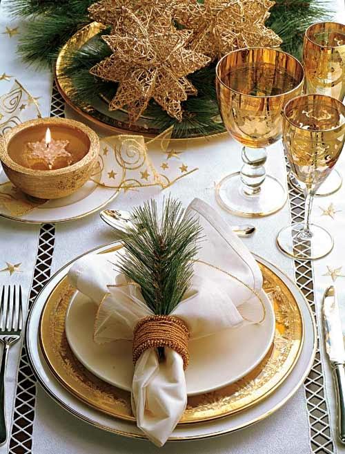 Mesa com detalhes em dourado